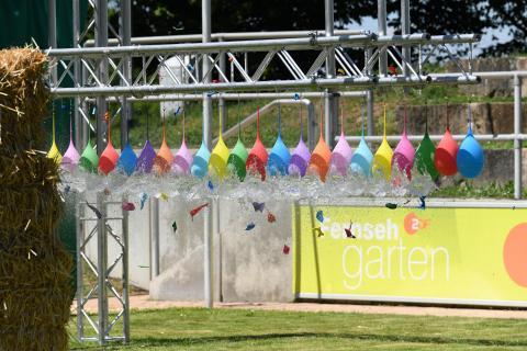 Bogenschießen mit Wasserballons 2