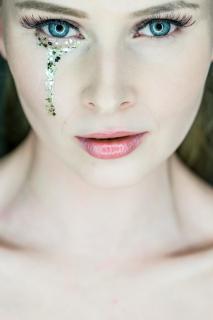 Blue Eyes golden Tear