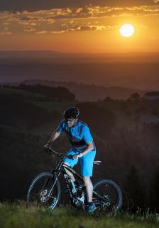 Biken bei Sonnenuntergang