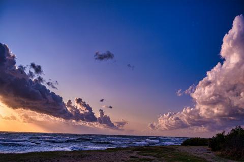 Fluchtpunkt in den Wolken