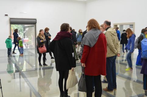 Besucher auf der Biennale