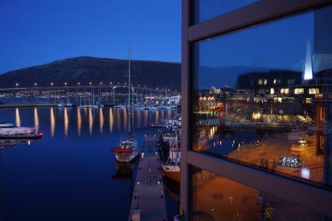 Fenster zum Hafen von Tromsoe