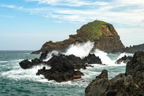 Stürmische Wellen bei Porto Moniz