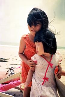 2 Mädchen am Strand
