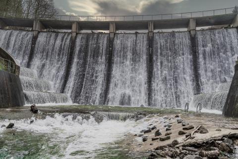 Talsperre Wasserfall