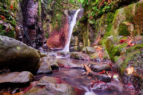 Warmer Wasserfall