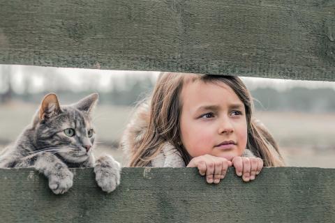Mädchen mit ihrer Katze