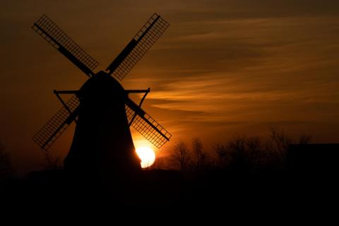 Mühle bei Sonnenaufgang