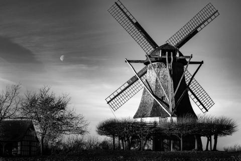 Mühle mit Mond