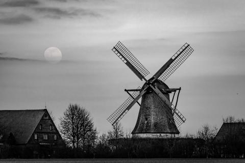 Mond und Mühle