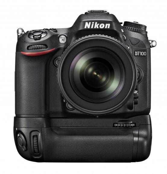 Nikon D7100 mit Handgriff MB-D15.