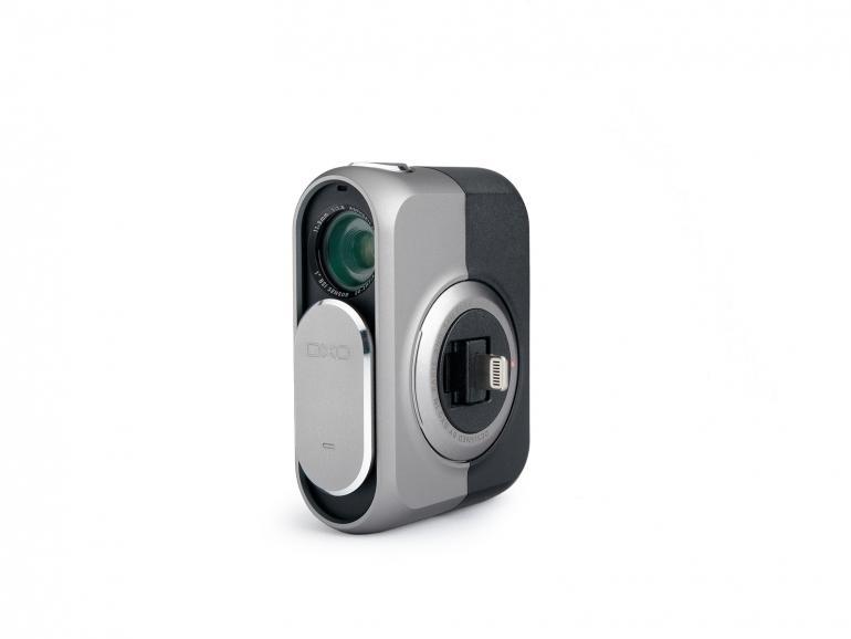 Über eine LightningTM-Schnittsttelle wird die Kamera an das iPhone oder iPad angeschlossen.