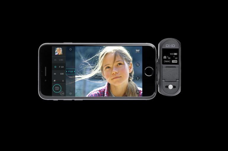 Durch die Kopplung der DxO One an das iPhone wird dieses zum übersichtlichen Kameradisplay. Über die DxO-One-App kann die Kamera intuitiv eingestellt werden.
