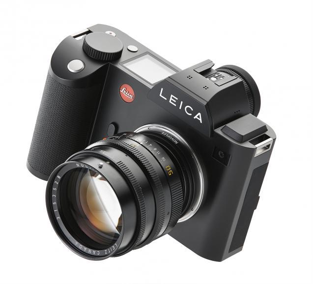 Die Leica SL mit Leica M Objektiv.