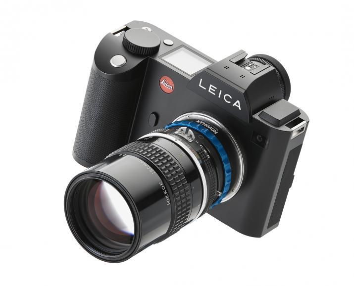 Die Leica SL mit Nikon Objektiv.
