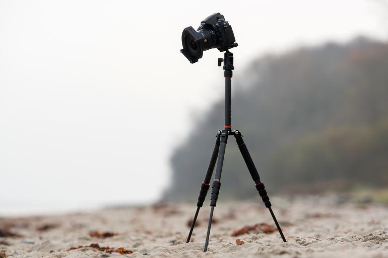 Von Rollei gibt es jetzt ein extraleichtes Stativ, das besonders für Reisefotografen mit wenig Platz im Koffer attraktiv sein soll.