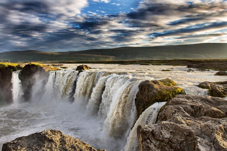 Was wäre eine Islandreise ohne die Aufnahme eines Wasserfalls? Einer der schönsten ist der Goðafoss, im Nordosten der Insel.