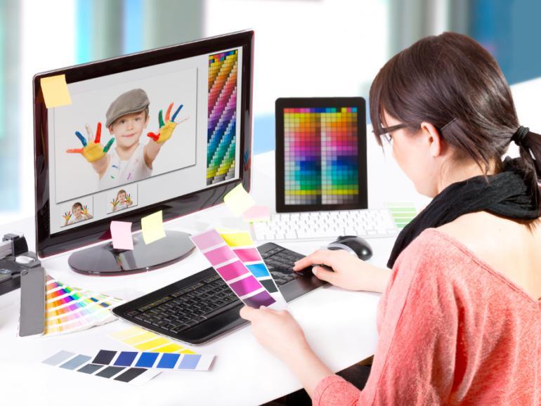 Für strahlende und vor allem vergleichbare Farben bei der Bildbearbeitung ist eine Kalibrierung des Bildschirms unerlässlich. Dabei helfen Kalibriergeräte, exakte Monitoreinstellungen und die zugehörige Software.