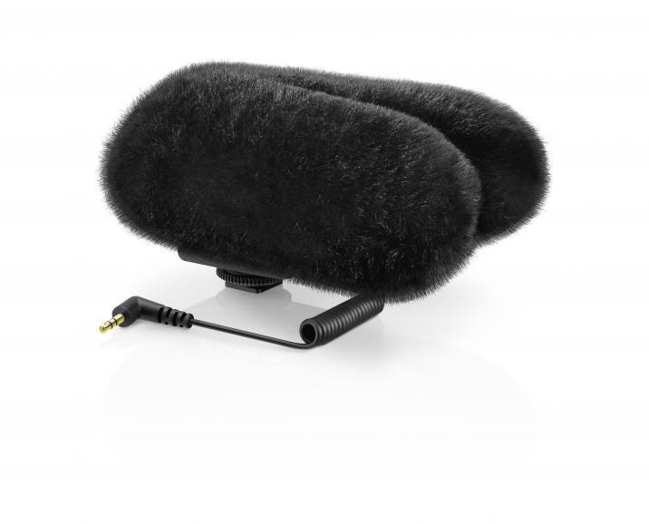 Optional für den Outdooreinsatz erhältlich: Der Windschutz MZH 440 (ca. 50 Euro). Mit ihm ist es möglich, störende Außengeräusche noch besser zu unterdrücken, als es dem Sennheiser Mikrofon intern bereits gelingt.