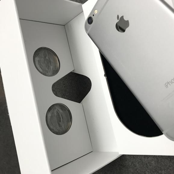 Karton dient zugleich als VR-Brille