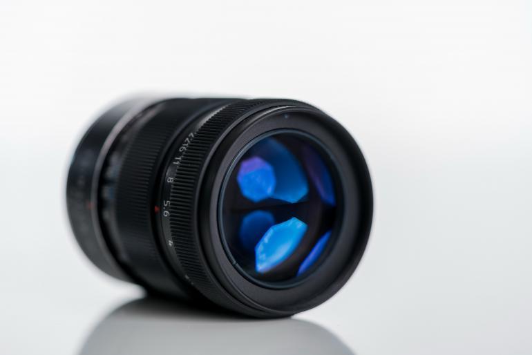 Aufgrund der zahlreichen Blendenlamellen ist eine nahezu kreisförmige Blendenöffnung möglich. Die Folge: wunderschöne Hintergrundunschärfe.