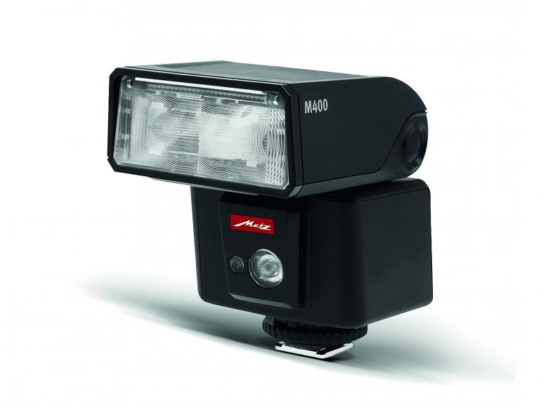 Die Videoleuchte leistet auf einem Meter bis zu 100 Lux und kann sechsstufig geregelt werden.