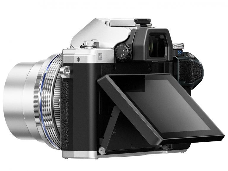 Mit kippbarem 3-Zoll-Touchdisplay und einem Aufklappblitz erfüllt die Olympus OM-D E-M10 MarkIII mehr als nur Wünsche von Fotoeinsteigern.