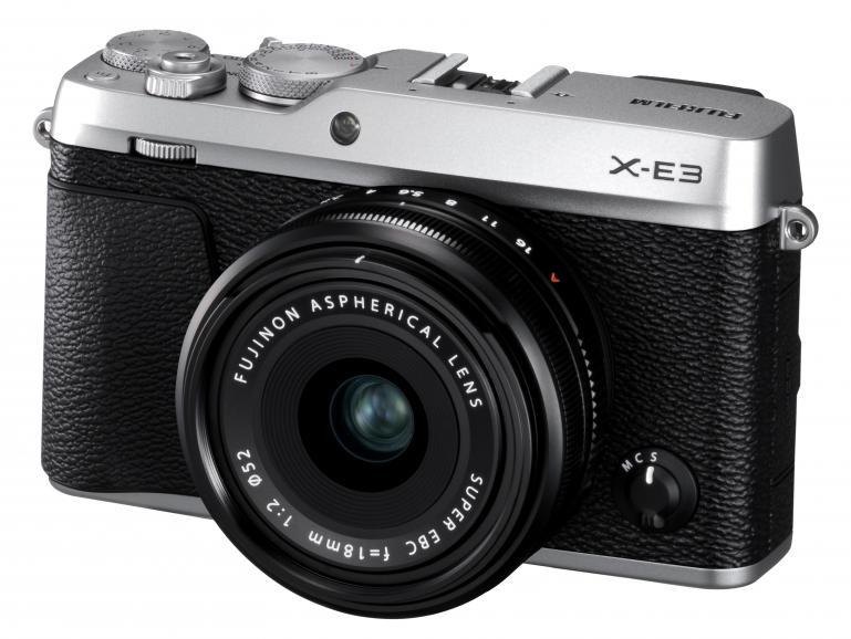 Verpackt in einer wertigen Hülle ist die Fujifilm X-E3 entweder in einer silbernen oder schwarzen Ausführung erhältlich.
