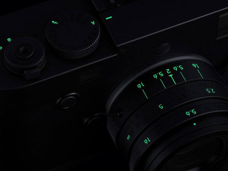 Luxus-Leica leuchtet im Dunkeln