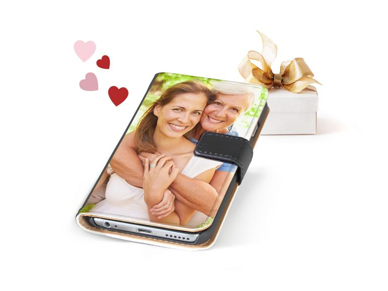 Bei solch einer Pixum-Fotohülle greift man doch immer wieder gerne zum Smartphone. Pixum liefert für mehr als 2500 Modelle Hüllen mit individuellem Fotomotiv.