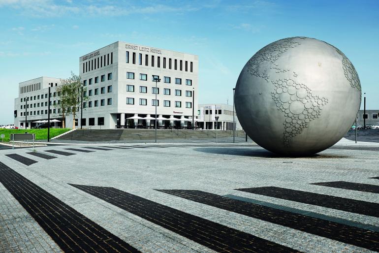 Leica: Neues Blitzsystem mit Fernsteuerung und offene Tür im Leitz-Park