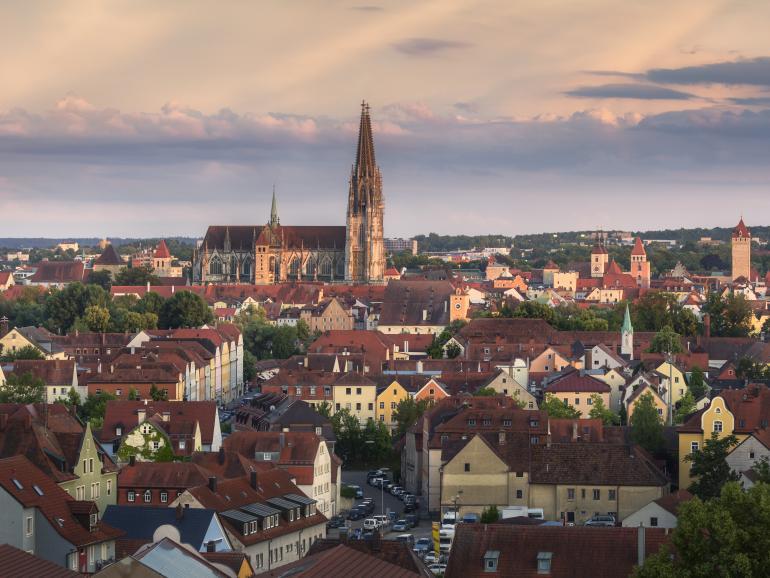 Einzigartige Kulisse: Die Abendsonne taucht die Donau-Stadt Regensburg in warmes Licht. Fotograf Michael Breitung hat dieses Bild während eines Ausflugs aufgenommen.