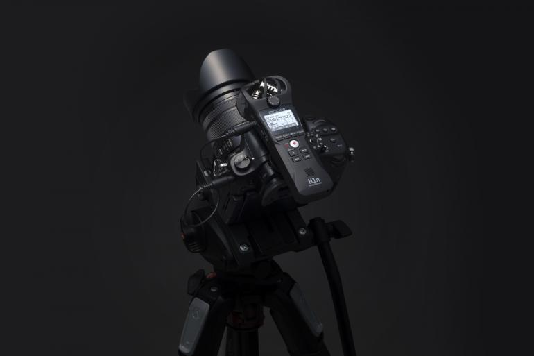 Viele Vorzüge: Der Zoom H1n ist als externer Rekorder dem internen Mikrofon der Kamera überlegen – das ist das Ergebnis unseres Lesertests!