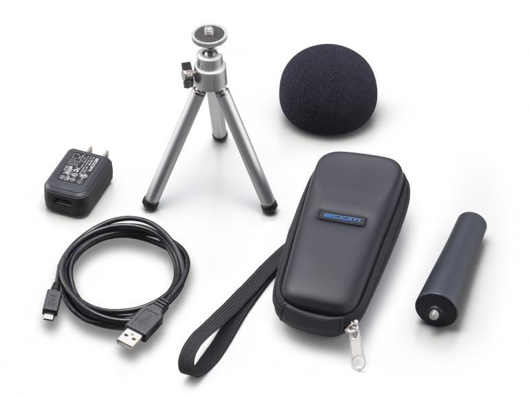 Ebenfalls im Test: das optional erhältliche Zubehörpaket Zoom AP-H1n (Neupreis rund 25 Euro). DigitalPHOTO-Leser Manuel Martin lobte das Stativ sowie den Schaumstoffwindschutz.