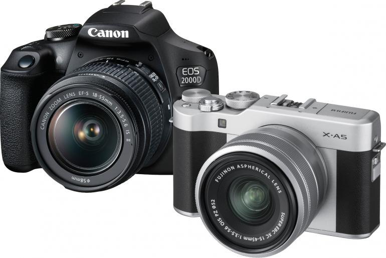 Die Canon EOS 2000D punktet mit einem günstigen Preis sowie einem riesigen Objektivportfolio mit ebenfalls günstigen Optiken.  Vorteile der spiegellosen Fujifilm X-A5 liegen in kompakten Abmessungen und der tollen Bildqualität.