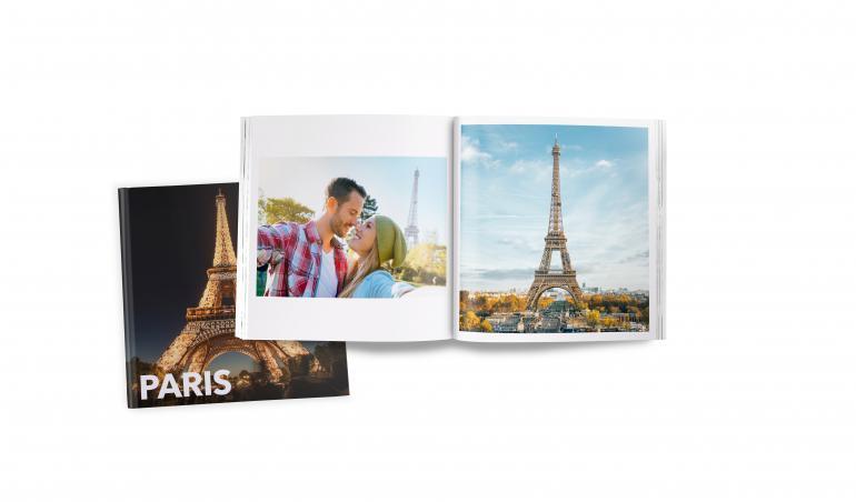 Reisebuch-Vorlagen: In der Pixum App finden Sie jede Menge Vorlagen für Reisebücher. Dort sind hochauflösende Fotos der wichtigsten Sehenswürdigkeiten schon integriert. Praktisch, falls das Wetter vor Ort nicht mitspielt.