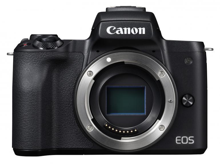 Die schlanke Systemkamera EOSM50 bietet mit einem Preis von rund 530 Euro eine gute Bildqualität. Der APS-C-Sensor löst 24,1 MP auf, fokussiert wird mit dem schnellen und präzisen Dual Pixel CMOS AF.