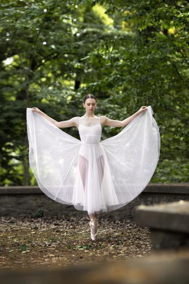 Damit die Posen für das Foto perfekt sitzen, musste Tänzerin Valeria Ihre Figuren immer wieder wiederholen. Die Anstrengungen haben sich gelohnt.  Canon EOS-1D X Mark II   105mm   1/800 s   F/2   ISO 400