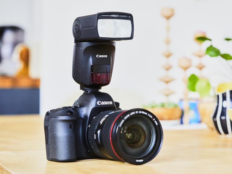 Vollautomatisch ausgerichtet: Der Canon Speedlite 470EX-AI richtet den Blitzkopf auf Wunsch vollautomatisch aus.