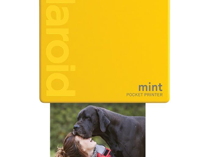 Der Mint-Sofortbilddrucker druckt unterwegs Smartphone- oder Tabletfotos aus.