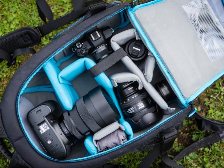 Gut organisiert: In den Cullmann Sydney pro TwinPack 600+ passt eine große Kameraausstattung.