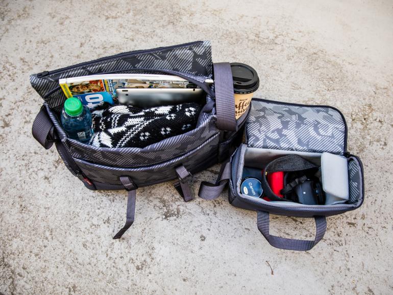 Nimmt man das Hauptfach aus der Noreg Messenger-30 heraus, funktioniert es als separate Fototasche mit eigenen Tragegurten.