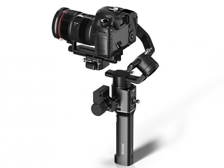 Perfekt Ausbalanciert: Vor Inbetriebnahme muss die Kamera auf dem Ronin-S ausbalanciert werden. Die Stabilisierung während des Filmens erledigt der Gimbal vollautomatisch.