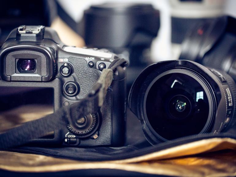 Foto-Basics: Spiegelreflex- vs. Systemkamera