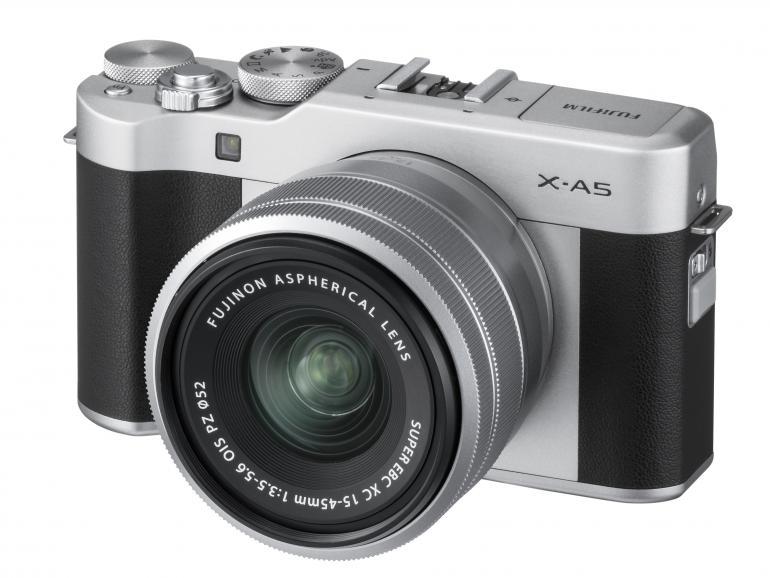 Die Fujifilm X-A5 hat im Kit mit dem XC15-45mm-Objektiv eine Preisempfehlung von 599 Euro.