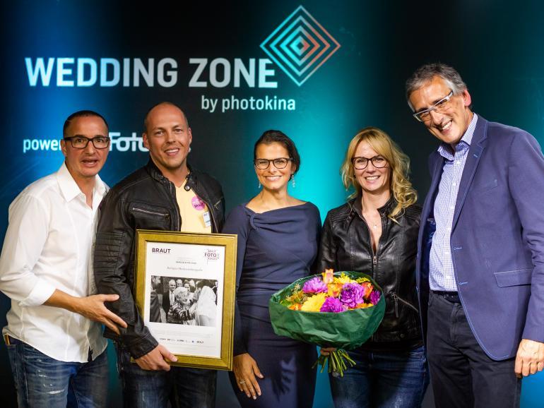 """Die offizielle Preisverleigung fand in der """"Wedding Zone"""" der photokina statt."""