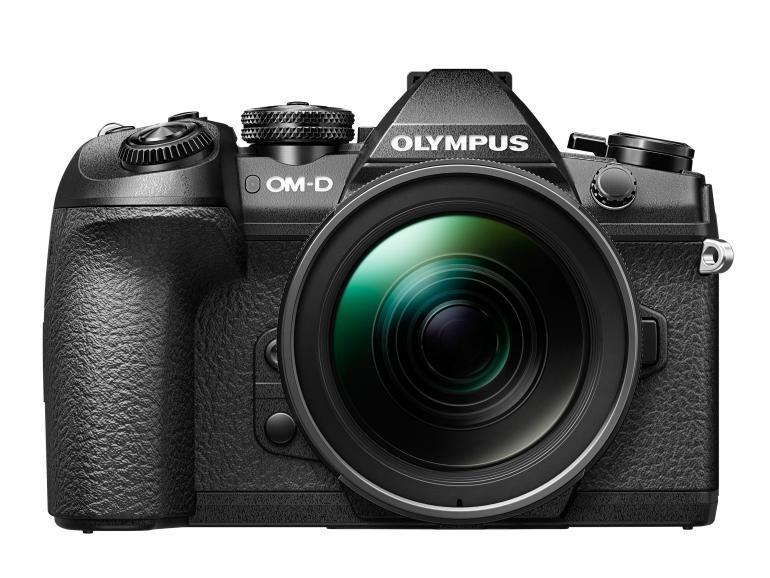 Das Bild zeigt die Olympus OM-D E-M1 Mark II, das aktuelle Topmodell. Folgt zum Jahresstart ein High-End-Nachfolger?