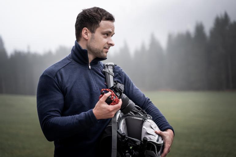Clever: Die seitliche Öffnung ermöglicht einen einfachen und schnellen Zugriff auf die Kamera.