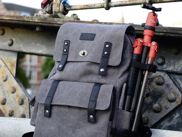 Nutzen Sie einen passenden Rucksack, um Platz für Ihre Ausrüstung und einen warmen Tee zu haben.