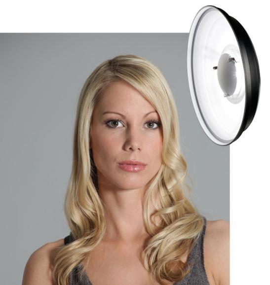 Auch der Beauty-Dish mit weißer Innenbeschichtung sorgt für weiches Licht, jedoch mit etwas mehr Kontrast.